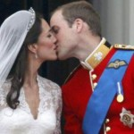 El ansiado beso de William y Kate. Foto tomada de Internet.