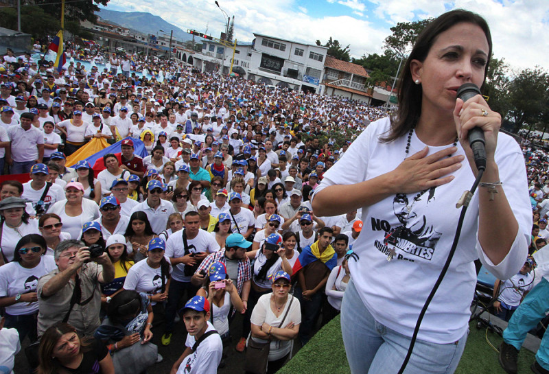 Venezuelan opposition leader Maria Corina Machado (R) addresses supporters during a protest against Venezuelan President Nicolas Maduro's government in San Cristobal, Venezuela on February 28, 2015.  AFP  PHOTO/GEORGE CASTELLANO        (Photo credit should read George CASTELLANOS/AFP/Getty Images)